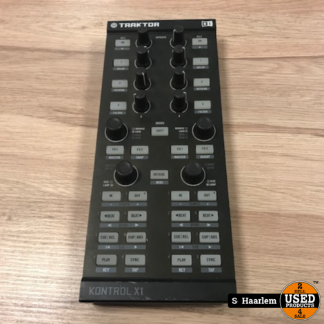 Native Instruments Traktor Kontrol X1 DJ Controller in nette staat