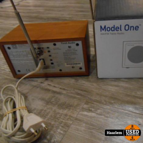 Tivoli model One radio compleet in doos.