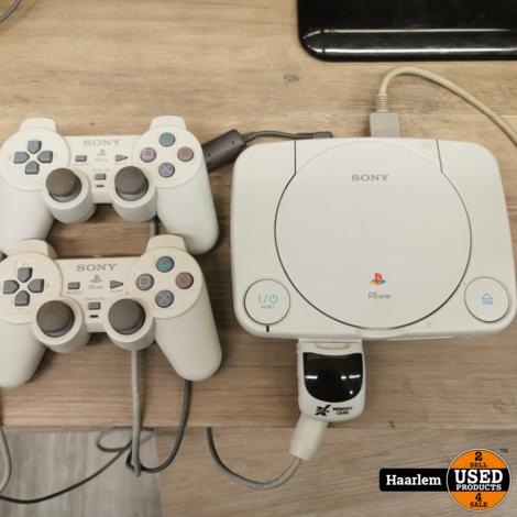 Playstation 1 met 2 controllers mem kaart en adapter