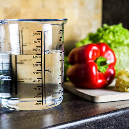 Vasos medidores en varios tamaños de 50 ml a 5 litros.