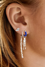 Anna + Nina Single blessed hand stud earring silver goldplated