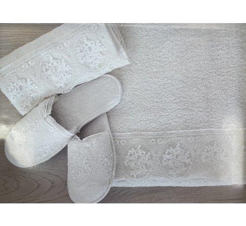 IPEKCE Ipekce Beril Handdoek Set + Slipper Cream