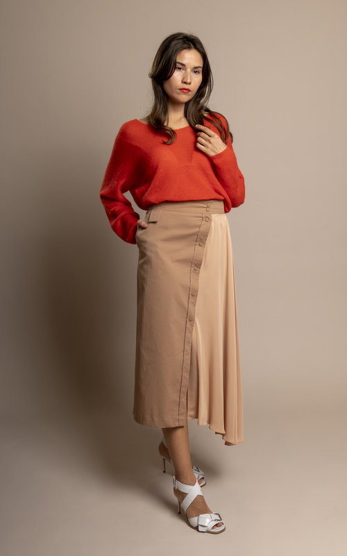 Shape shifting asymmetric skirt