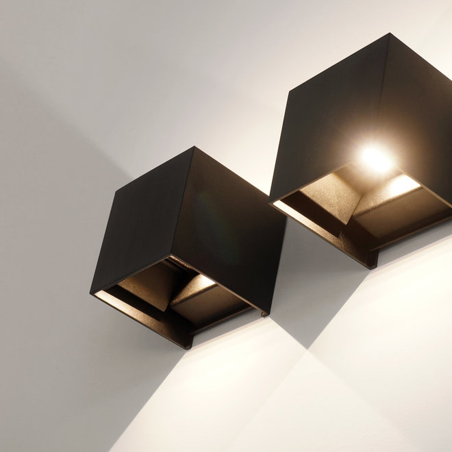 LED indoor/outdoor wall lamp CUUB square black