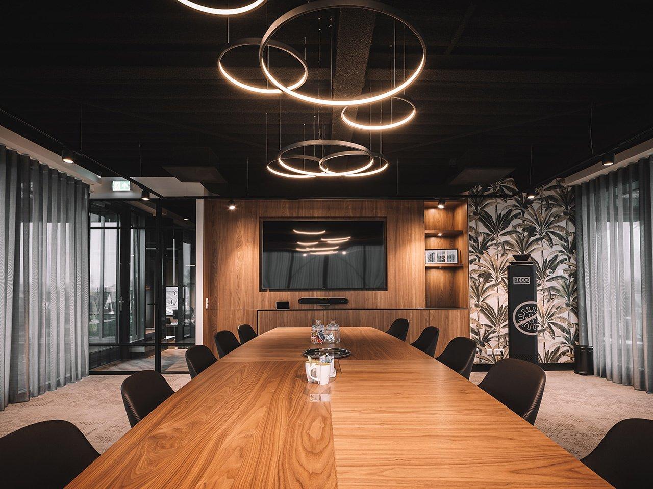 lightinova-clixx-magnetic-track-lighting-system-led-ring-pendant-lamp-halo-office-lighting-stebru-desk-lighting