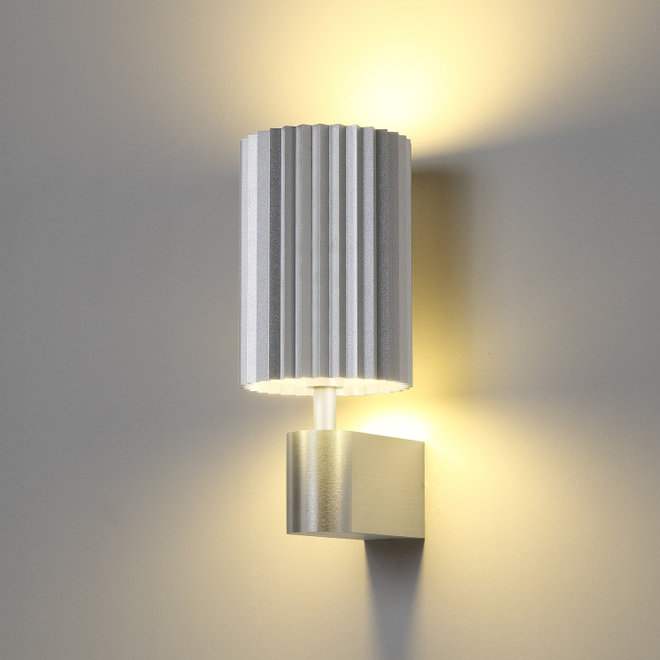Wall lamp Leah with texture - silver