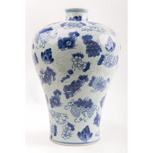 Chinese Vase Porcelain Handpainted Blue-White