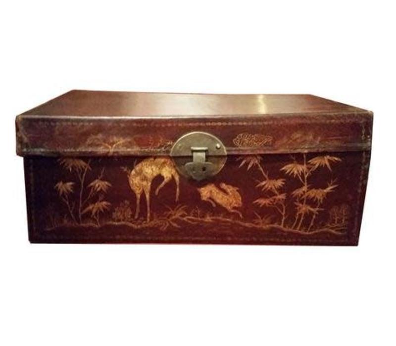 Antieke Chinese Kist met Gouden Schilderingen Handbeschilderd