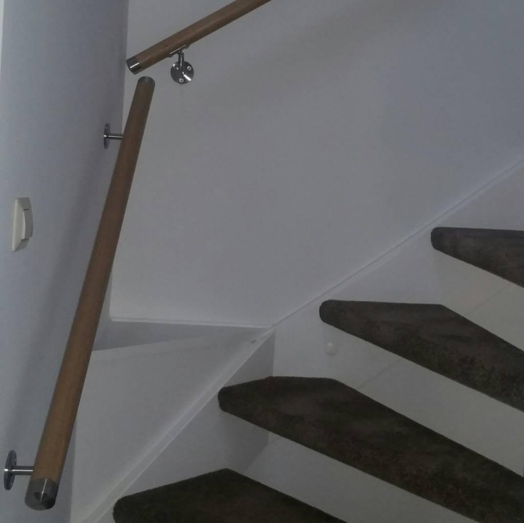 Handlauf Eiche lakiert rund Modell 1 - Variabel - Runde Treppengeländer - Treppenhandlauf aus lakierten Eichenholz