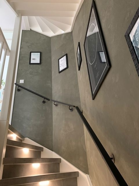 Handlauf schwarz beschichtet viereckig 40x20 Modell 3 - Rechteckige Treppengeländer - Treppenhandlauf mit schwarzer Pulverbeschichtung RAL 9005