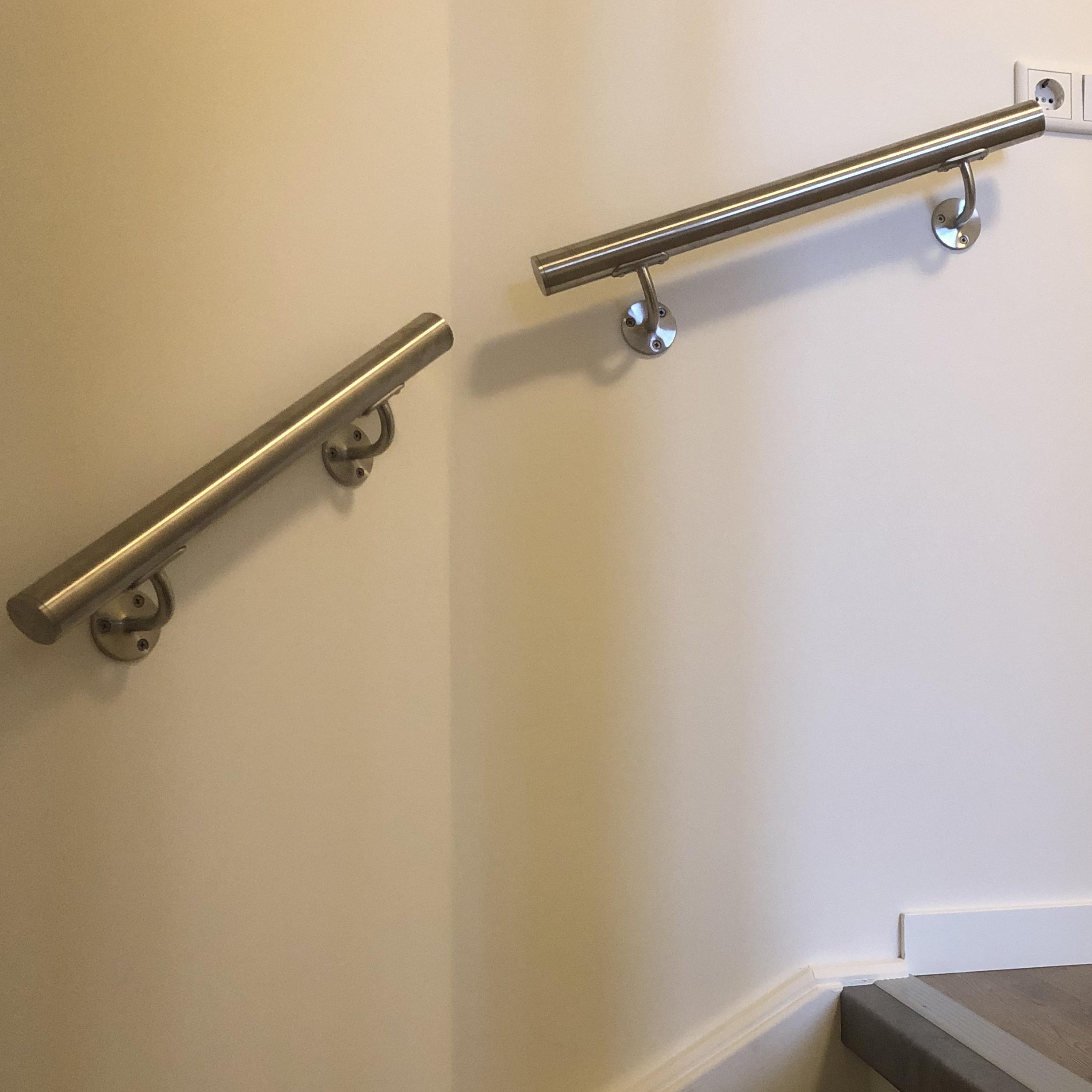 Handlauf Edelstahl rund gebürstet Modell 2 - Runde Edelstahl Treppengeländer - Treppenhandlauf