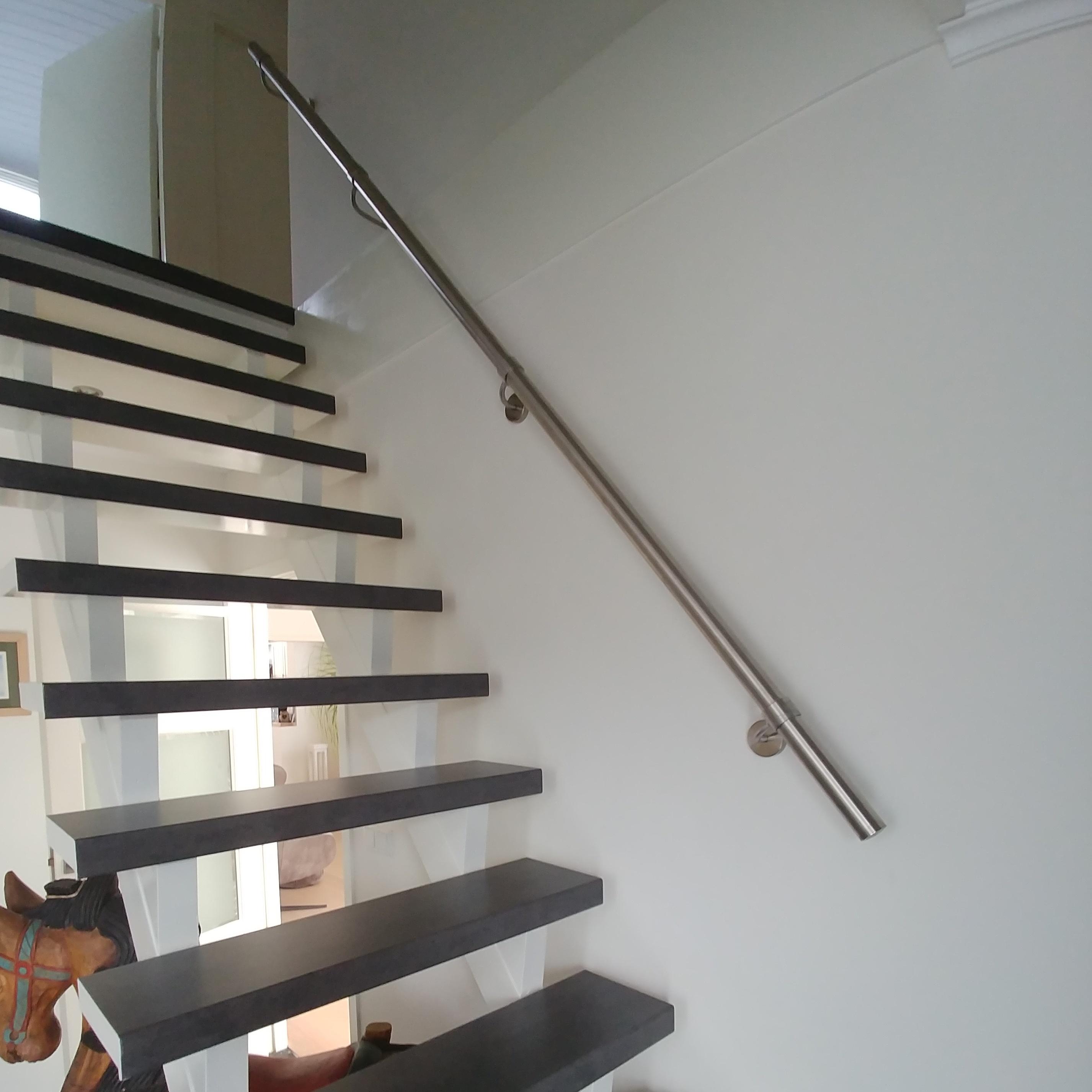 Handlauf Edelstahl rund gebürstet Modell 9 - Runde Edelstahl Treppengeländer - Treppenhandlauf