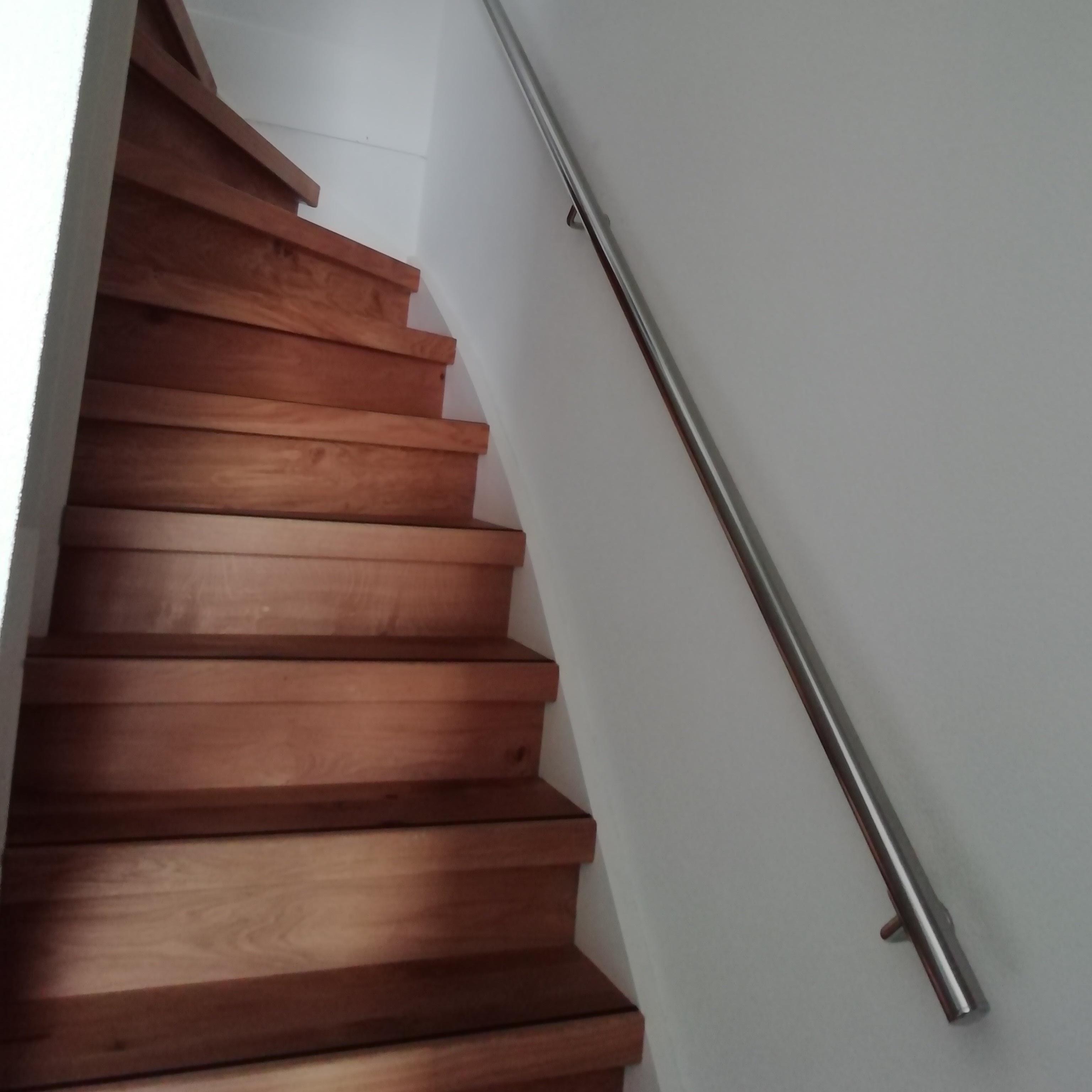 Handlauf Edelstahl rund poliert Modell 3 - Runde Edelstahl Treppengeländer - Treppenhandlauf