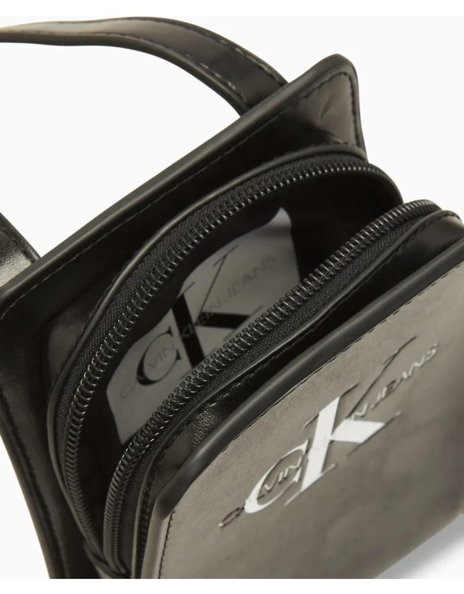 Calvin Klein 00143 Pouch bag