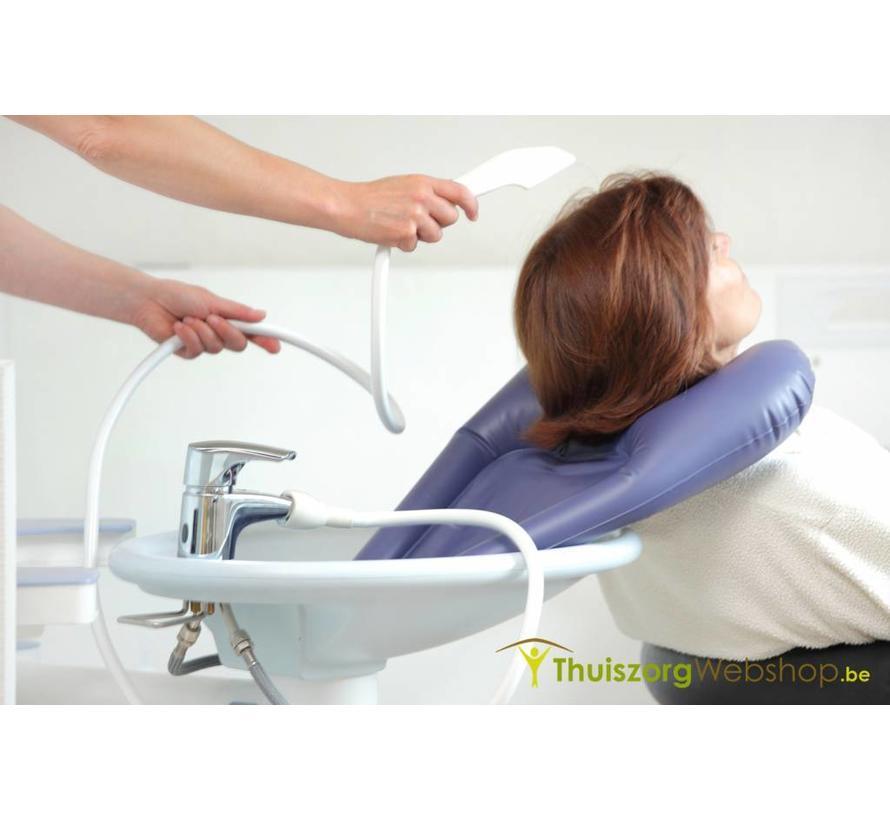 Opblaasbaar haarwasbekken voor gebruik aan de lavabo