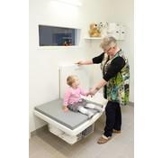 Elektrisch in hoogte verstelbare verzorgingstafel voor muurbevestiging