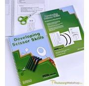 "Oefenmethode voor (om te) leren knippen : ""developping basic scissor skills"" (engels)"