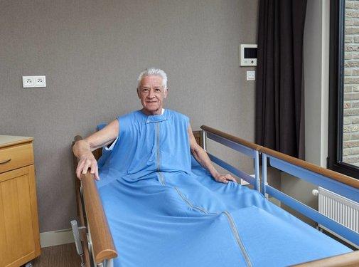 Verpleegdeken als hoeslaken over de matras voor onrustige slapers