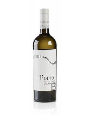 Piano branco reserva Carlos Alonso
