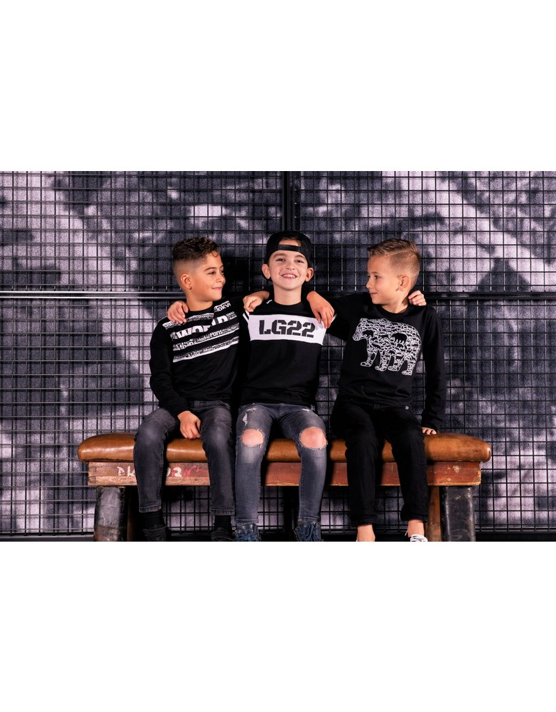 Legends Legends22 Sweater Black bear Black and White