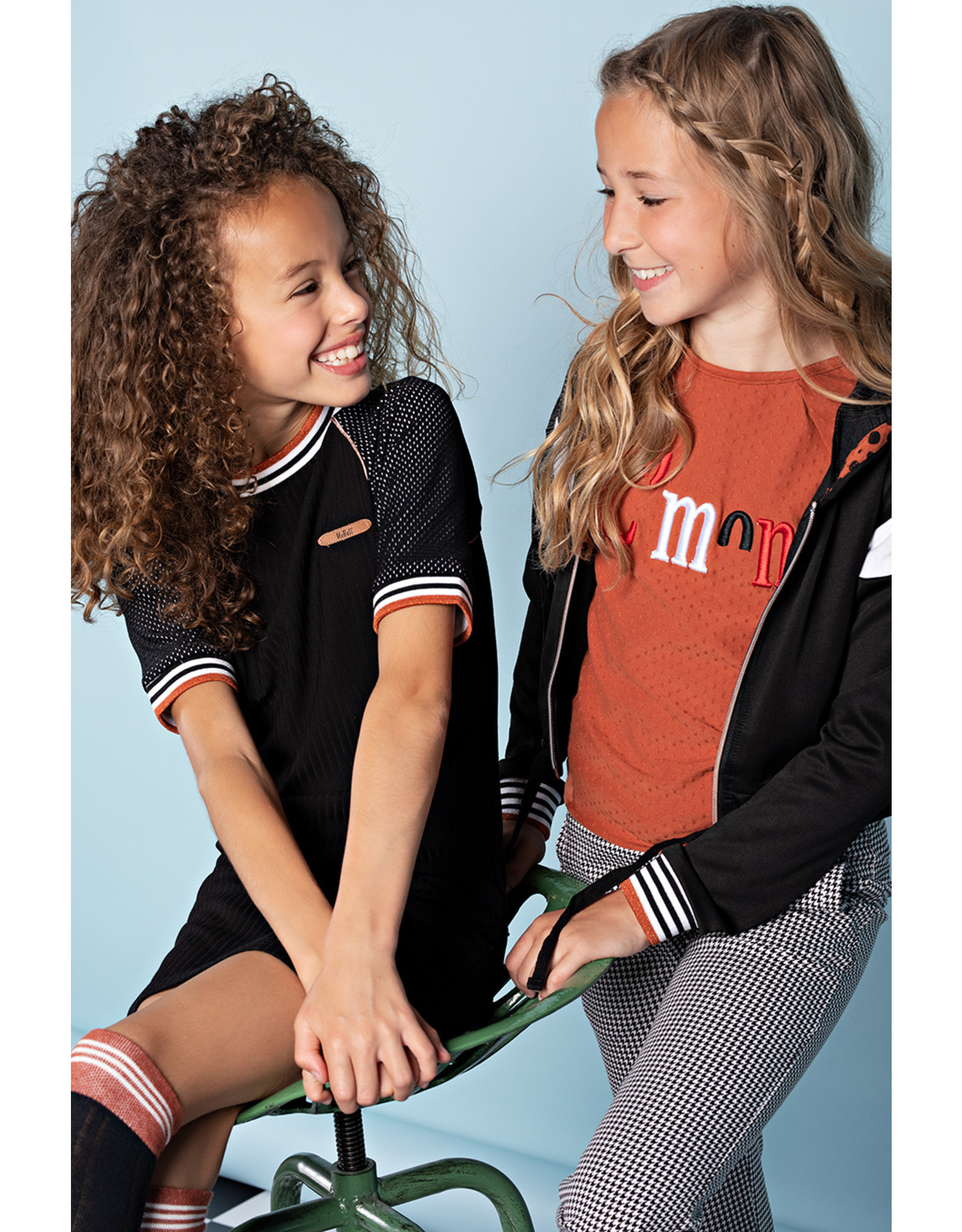 NoBell NoBell Maura hs T-shirt in rib/mesh combi with piping stripes JET BLACK
