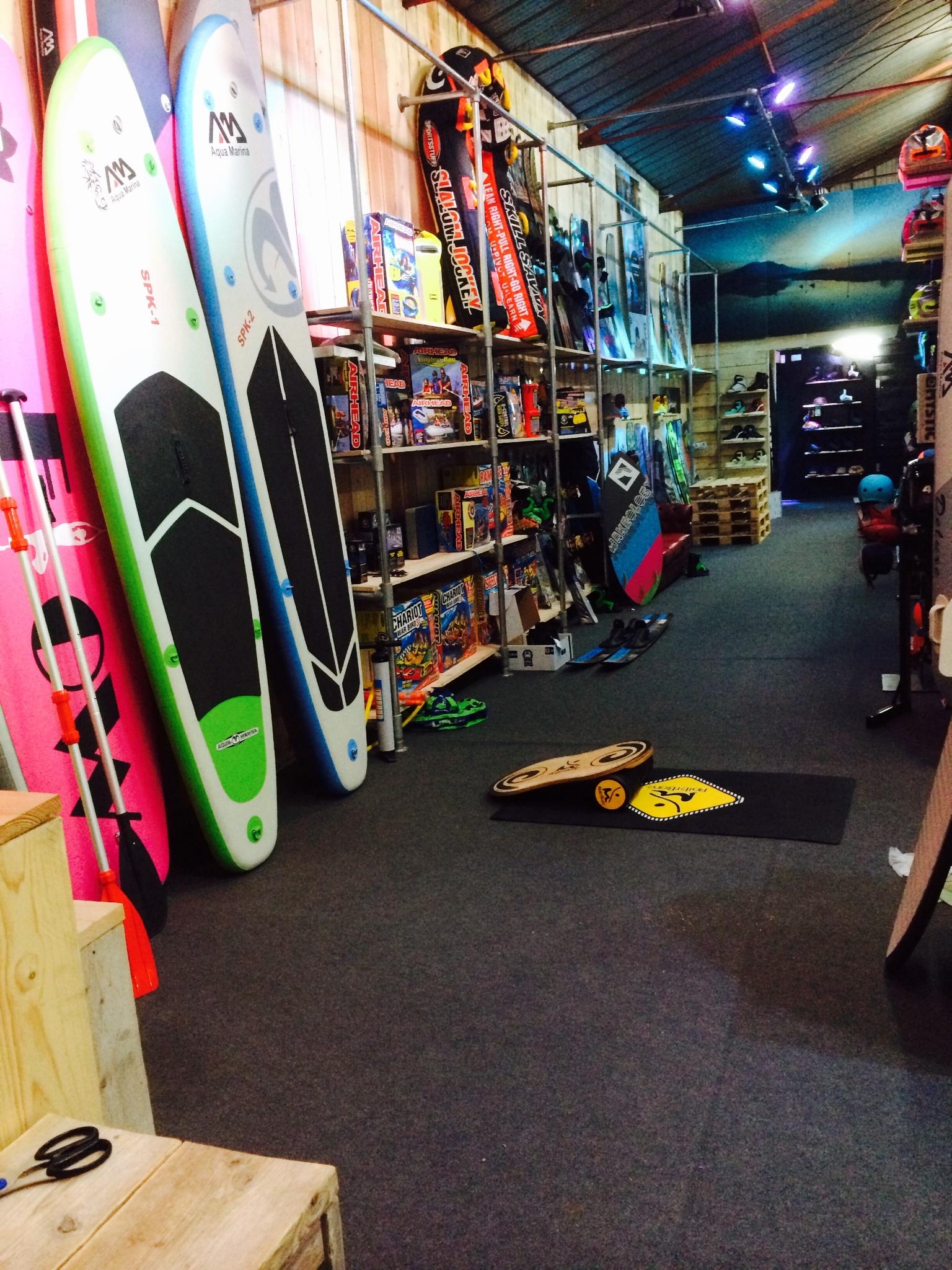 wakestore showroom voor SUP en wakeboard