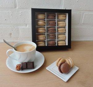 Macaron Dessert Box - Large