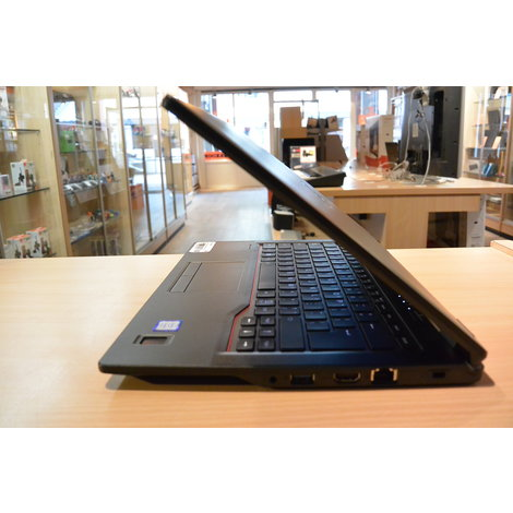 Fujitsu Lifebook E548 i5 8Th 8GB DDR4 256GB SSD Nette staat met Garantie