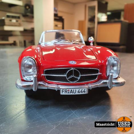 Mercedes 300SL cabrio, rood | modelauto 1:18  in prima staat (zonder doos)
