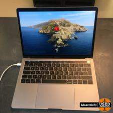 Macbook Pro 13 inch, 2019, i5 - 1,4 Ghz, 8 / 121 GB met touchbar en lader