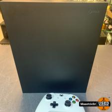XBOX One X 1TB + controller in zeer goede staat