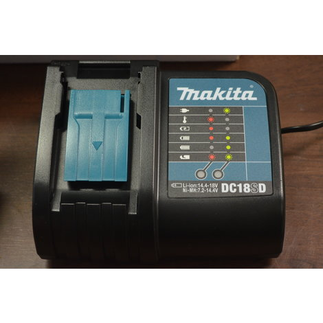 NIEUW IN KOFFER: Makita DDF343SYE accuboormachine incl. 2 accu's 14.4v 1.5Ah, oplader en koffer
