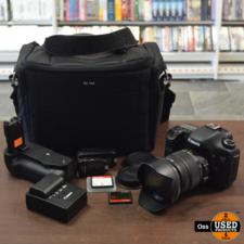 Canon Canon Eos 7D met Sigma Zoomlens 17-50mm 1:2.8 EX DC OS HSM (met zonnekap) - incl. cameratas, nekband, oplader + kabel, batterygrip, 2 accu's (niet origineel Canon), mountdop en lensdoppen, 2 CF-kaarten (16GB & 32GB)