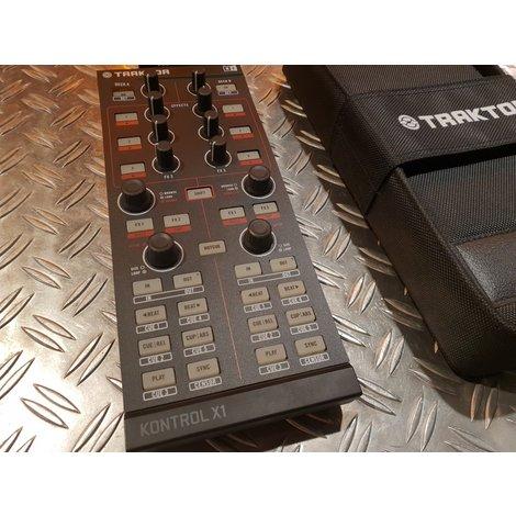Native Instruments Traktor Kontrol X1  controller + X1 bag