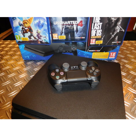 Sony Playstation 4 1TB + 3 games