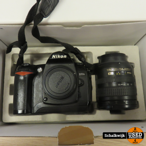 Nikon D70 spiegelreflex camera met Nikon 18-70 F3.5-4.5 lens