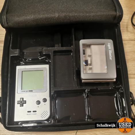 Nintendo Game Boy grijs met vergrootglas in bescherm tas