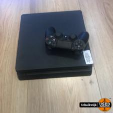 Sony Playstation 4 Slim in nette staat met controller