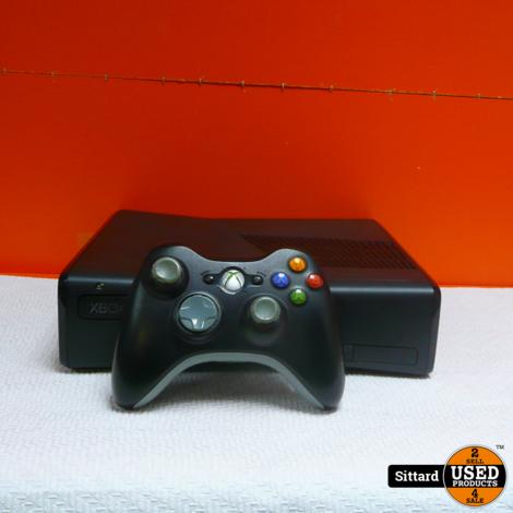 XBOX 360 Console 4GB , met controller