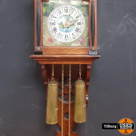 Friese Staart klok met 3 engeltjes, 2 gewichten in goede staat model 1970