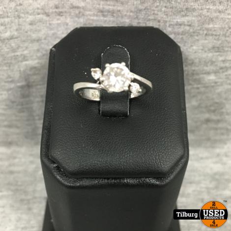 Zilveren Ring met Steentjes  2,6gr
