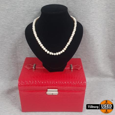 Luxe Rode Sieradenkoffertje met Sleutel en Sieraden
