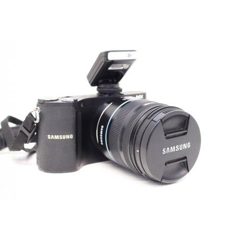 Samsung NX200 + 18-55mm F3,5-5,6 OIS + Samsung SEF8A Flash