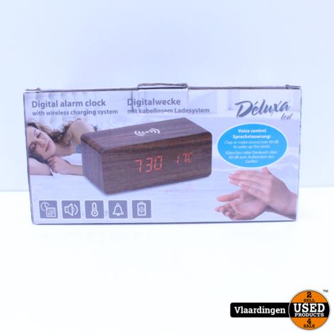 Deluxe Led Digitale Wekker met draadloze QI lader - Nieuw in Doos -