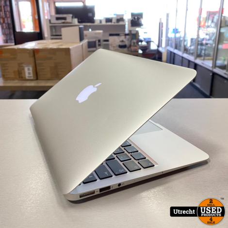Macbook Air 11 Inch Early 2015 i5/4GB/128GB  SSD