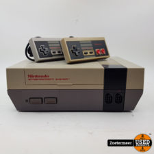 Nintendo Nintendo NES met 2 controllers
