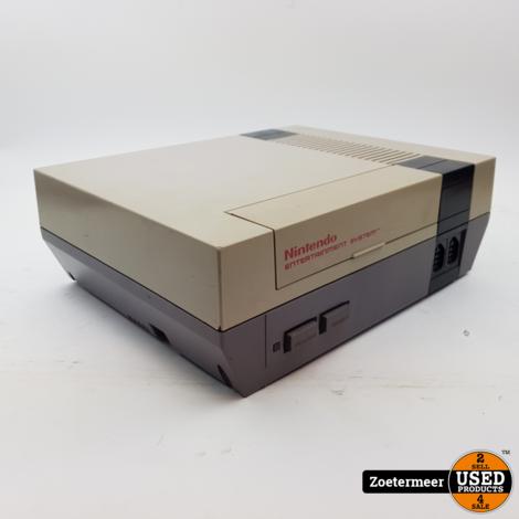 Nintendo NES met 2 controllers