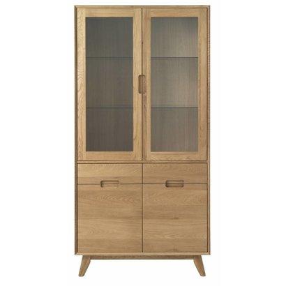 Rhoda vitrinekast in gefineerd massief eiken met 2 glazen en 2 houten deuren
