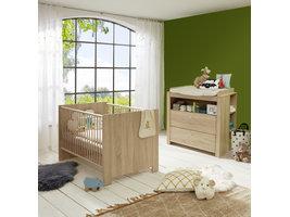 Olja  babykamer set, ledikant en commode met plank achter, eiken decor.