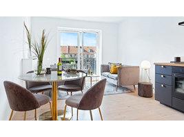 Bojan eethoek , 1 eetkamertafel en 4 eetkamerstoelen, marmor look en grijs.